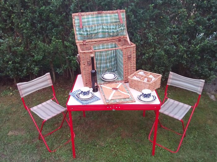 Decorative object - Nostaltgic Picnick Set with basket and openable table+chairs    - 1980-1990