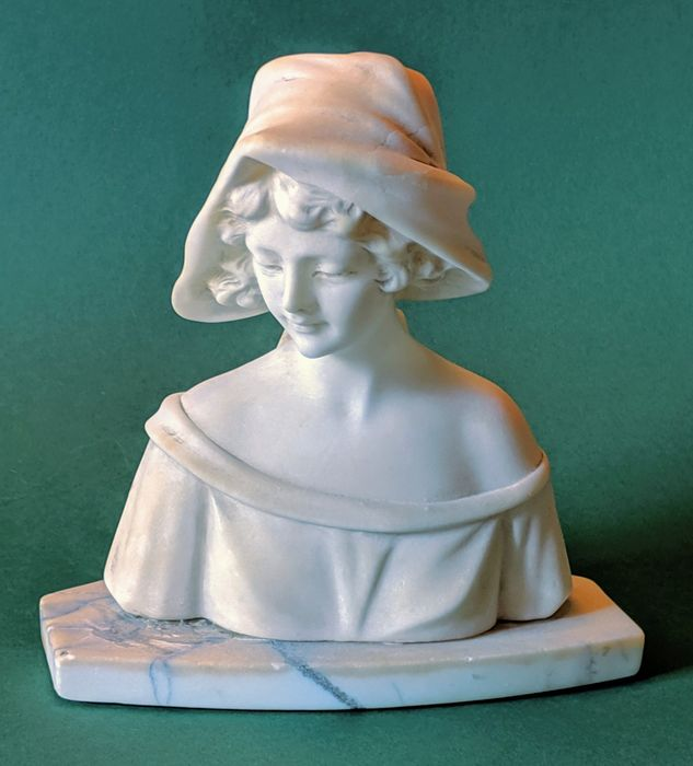 Young woman with headscarf - Art Deco sculpture