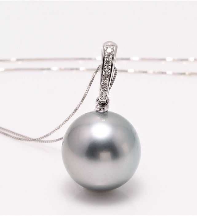 NO RESERVE PRICE - 18 kt. White Gold - 12x13mm Round Tahitian Pearl - Necklace with pendant - 0.04 ct