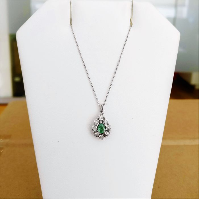 14k & 18k White gold - Necklace with pendant - 0.39 ct Emerald - Diamonds