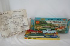 "Corgi - 1:48 - Complete First Issue Corgi Toys Gift Set no.31: ""THE RIVIERA GIFT SET"" - 1964 - ""BUICK RIVIERA με DOLPHIN 20 CABIN CRUISER, EVINRUDE ΚΙΝΗΤΗΡΑ, ΒΡΟΧΟΛΑΚΙΑ ΡΥΜΟΥΛΚΟΥΜΕΝΑ & ΣΚΗΝΗ ΝΕΡΟΥ"""