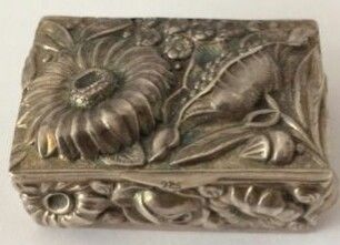 Silver loderein box with beautifully decorated floral pattern - Silver - Unknown