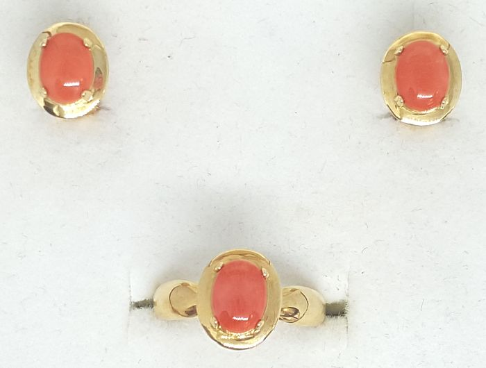 18 kt. Yellow gold - Earrings, Ring Coral