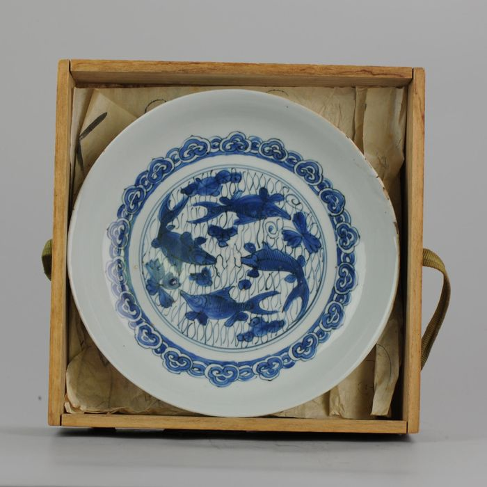Plate - Porcelain - Ming Wanli 16/17c Fish Plate/ Carp - China - 17th century