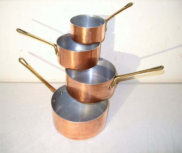 A set of 4 French pans - Copper, brass, aluminum