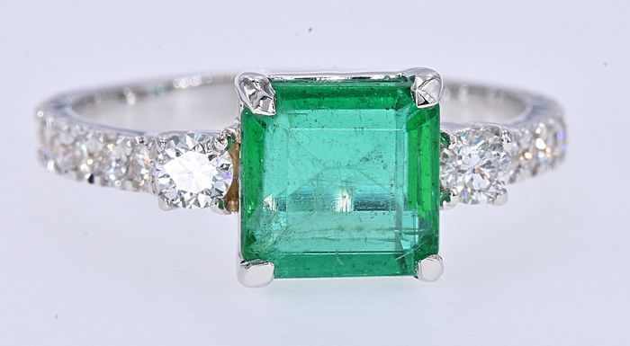 18 kt. White gold - Ring - 2.36 ct Emerald - Diamonds
