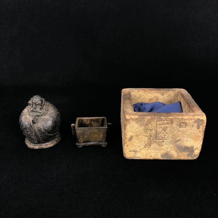 Bodhidharma incense burner and copper sake cup (2) - Copper, Wood - Japan - Early 20th century