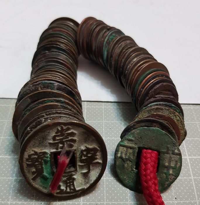 China - Lot comprising 103 AE cash coins - Qin to Qing dynasty (3rd century BC-20th century AD)  - Bronze