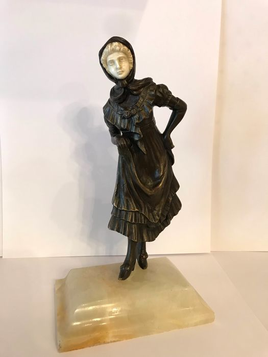 Sculpture, a bronze woman with an ivory face - Bronze, Ivory - about 1900