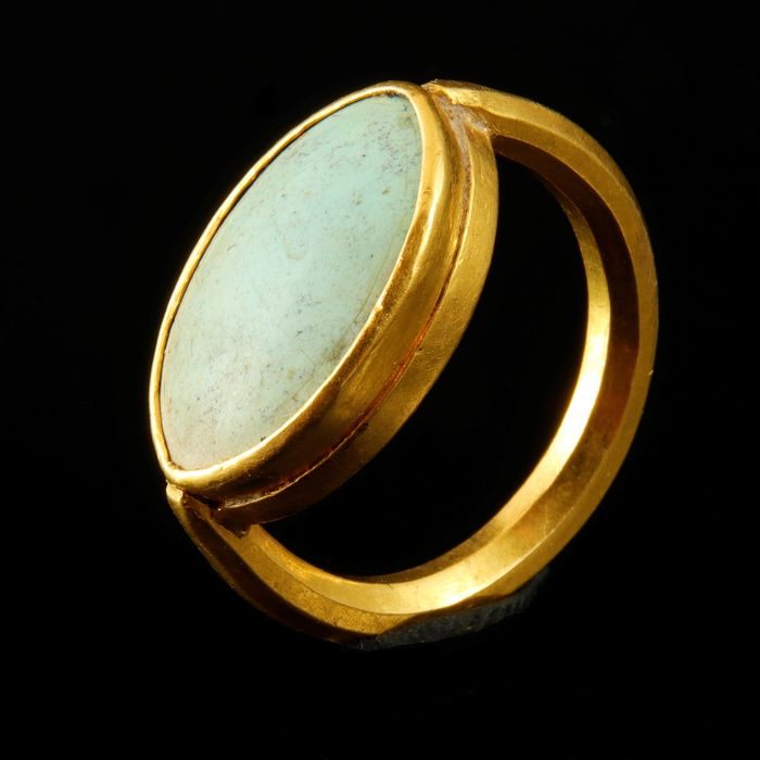 Ancient Roman Gold ring with glass cabochon - 20.22 mm - (1)