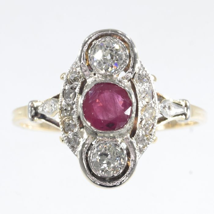 18 kt. Gold - Ring, with a Big Natural Ruby and Diamonds - Engagement ring - Art Deco - Anno 1920  - 0.58 ct Ruby - Diamonds