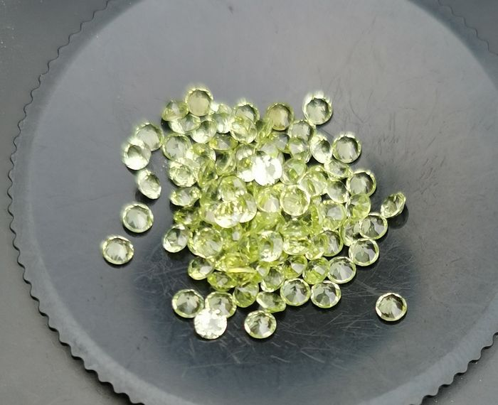 100 pcs Green Peridot - 6.83 ct