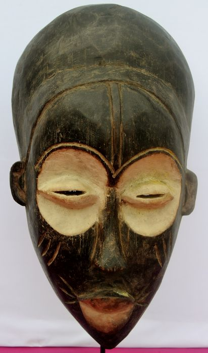 Mask (1) - Wood and kaolin - Bembe - DR Congo