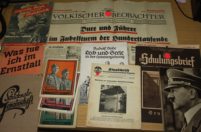 Germany - 4 Völkischer observer, 3 songbooks, 7 various issues - 1944