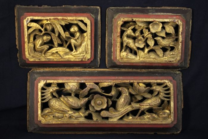 Panels (3) - gold gilt - Wood - Ape/monkey, Bird, Deer, Phoenix - Set of 3 wood carvings 2cm thick - China - Qing Dynasty (1644-1911)