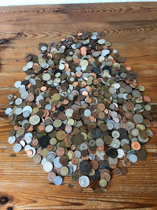 World - Batch of various coins and medals (nearly 7 kg)