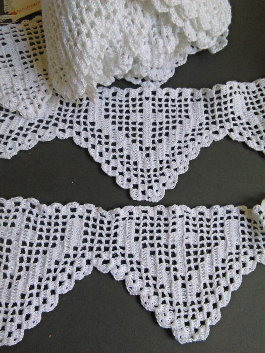 Five and a half meters of crochet lace by hand. Cotton perle thread. - Without reservation.