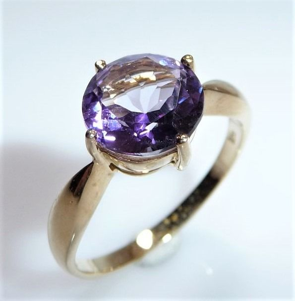 375 / 9 kt. Yellow gold - Ring, Amethyst 2.5 ct. -