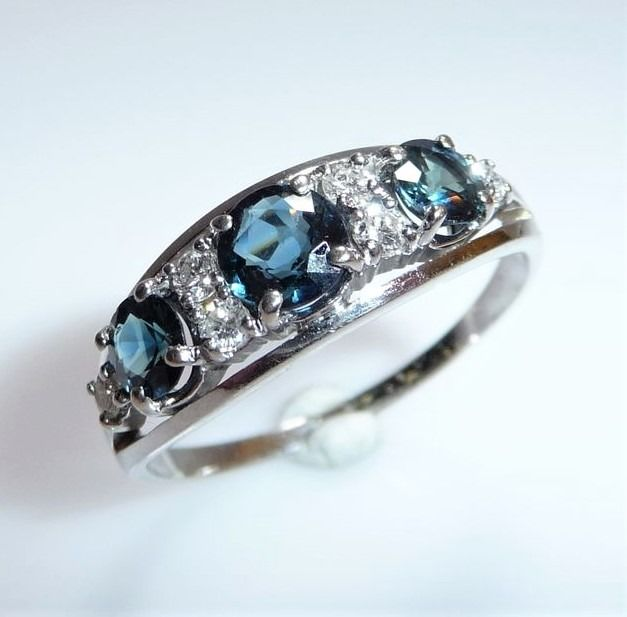 14 kt. White gold - Ring, 1.2 ct. Sapphires - 0.20 ct. Diamonds H / SI