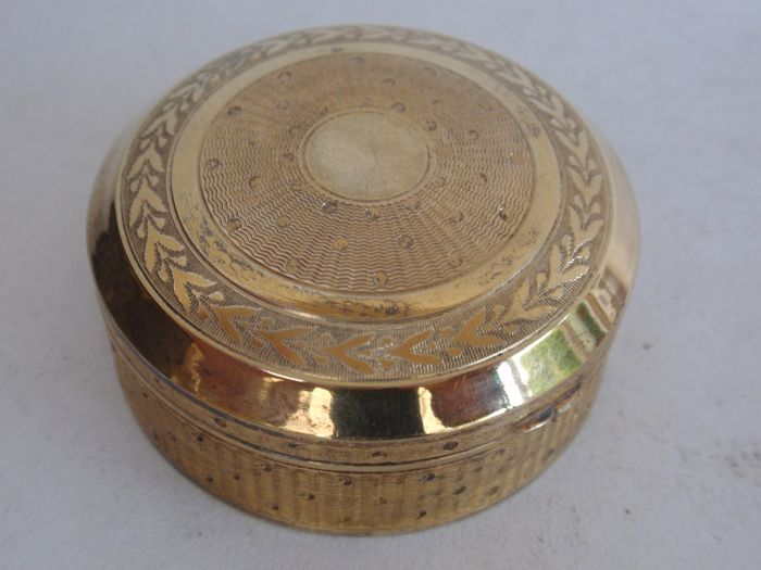 Gold-plated silver round box with guilloche engraving - .800 silver - Wilhelm Binder - Germany - Early 20th century