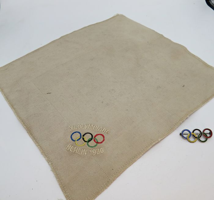 Germany - 1936 Olympics Badge and cloth with embroidery
