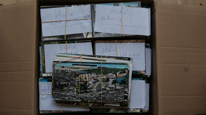 Italy - Large box - various places and points of interest - alphabetically sorted - many tourist cards - 2000x postcards - period: 1960-2000