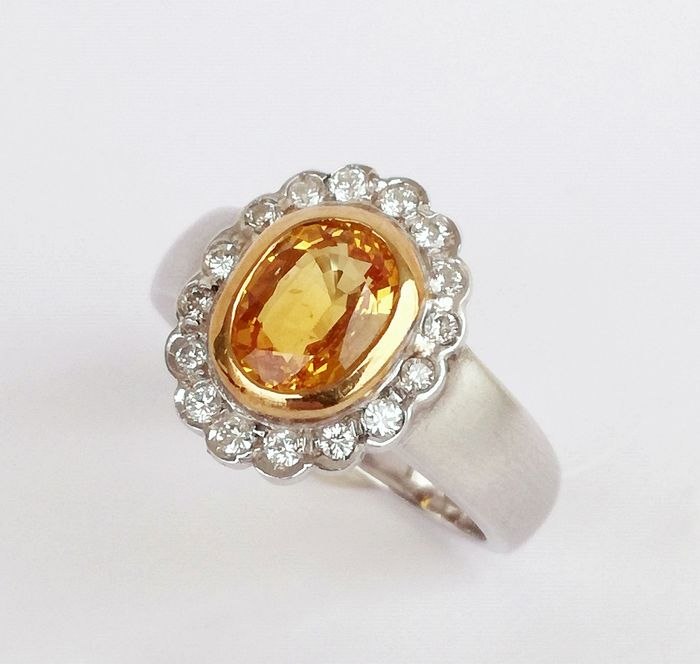 18 kt. White gold, yellow gold - Ring - 2.00 ct Sapphire - Diamonds, 00:32