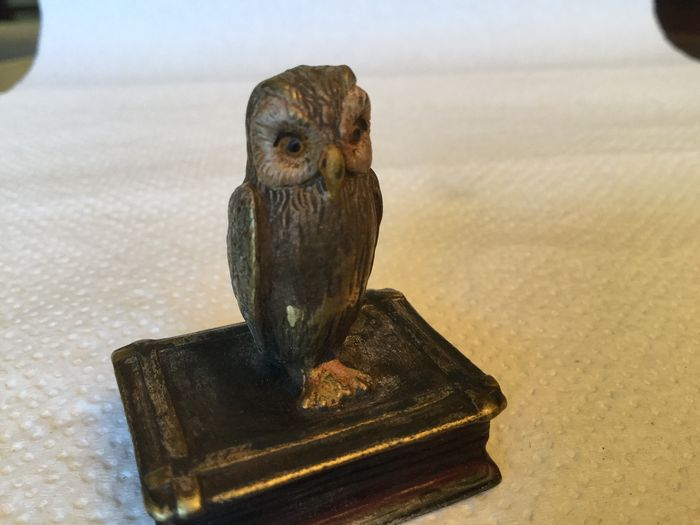 Sculpture, Bronze of Vienna - The owl on his book - Bronze (cold painted) - Early 20th century