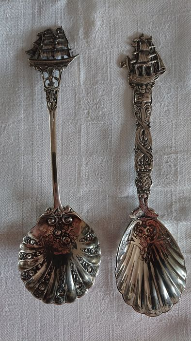 German silver spoons decorated with ships (2) - .800 silver - o.a. Adam Manns & sohn  - Germany - mid 20th century