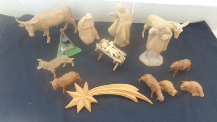 Nativity figures - wood carvings (14) - Wood
