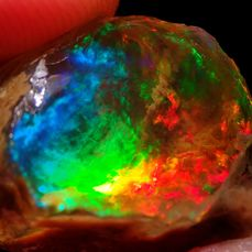 Big Intense Blue Crystal Opal onbehandeld 93,70ct - 39.14×30.22×18.56 mm - 18.74 g