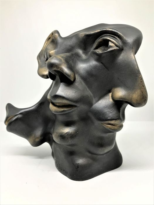 Rosario 'Woman and Profile' - Resin/Polyester