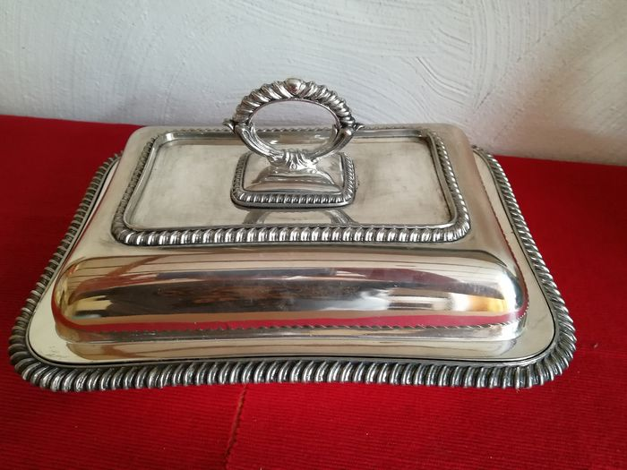 Beautiful silver-plated serving dish in Victorian style - stamped soldered silver 800 - (1) - Victorian - Silverplate