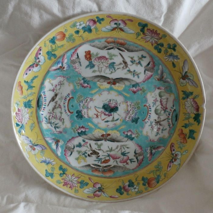 Plate - Ceramic - Butterflies and birds - China - Late 19th century