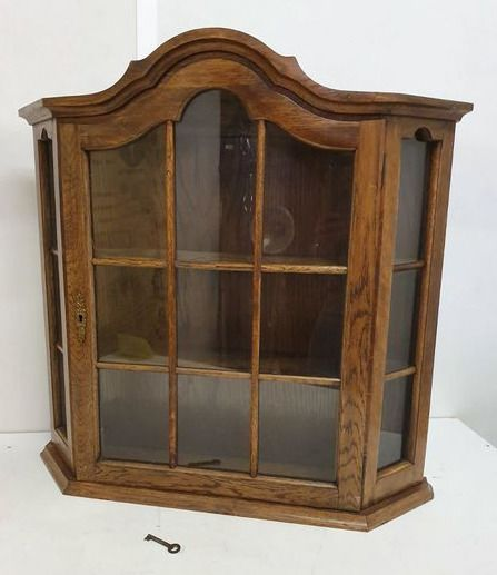 A wooden display case with 15 diamonds - Glass, Wood