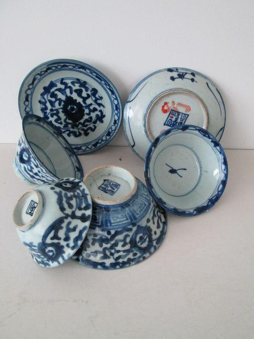 Bowls and plates blue and white (6) - Porcelain - China - Ming Dynasty (1368-1644)
