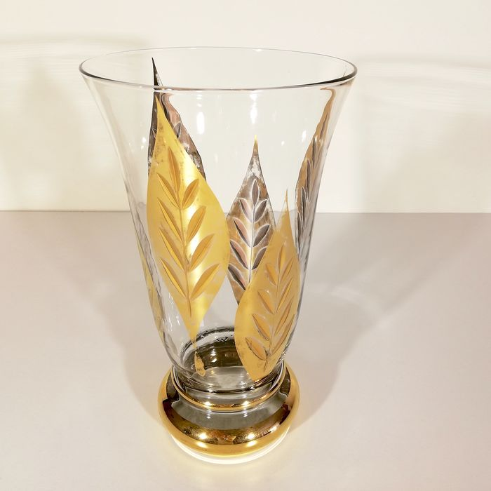 Elegant vase in gold-plated and patinated crystal - Crystal cut and patinated with gold