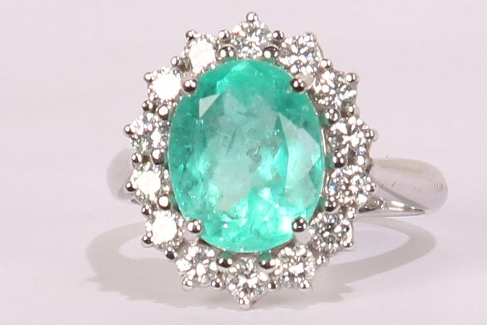 18 kt. Gold - Ring - 3.70 ct Emerald - Diamonds