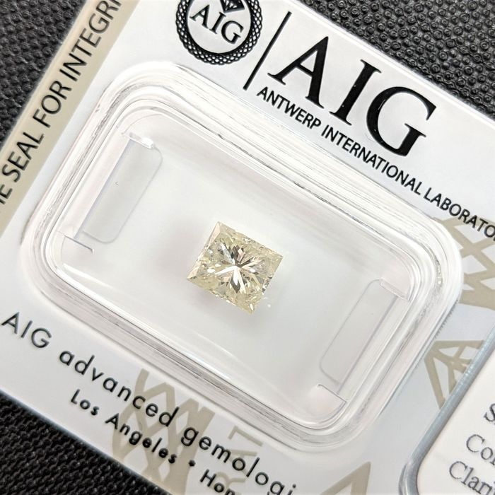 Diamant - 0.93 ct - Princesse - light yellow - SI3, No Reserve Price