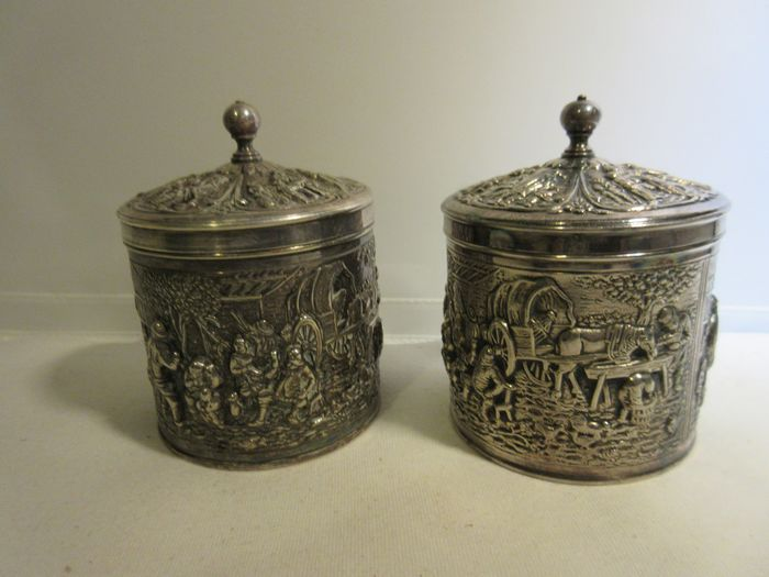 Two silvered tea canisters, with the hallmark DE, Douwe Egberts around 1960, diameter 8 cm, height 11 cm - tea canister (2) - silver plated
