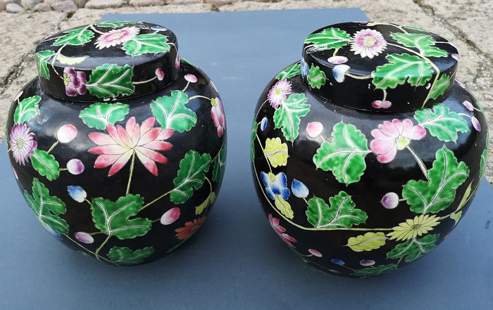 Vases with lid (2) - Ceramic - China - Second half 20th century
