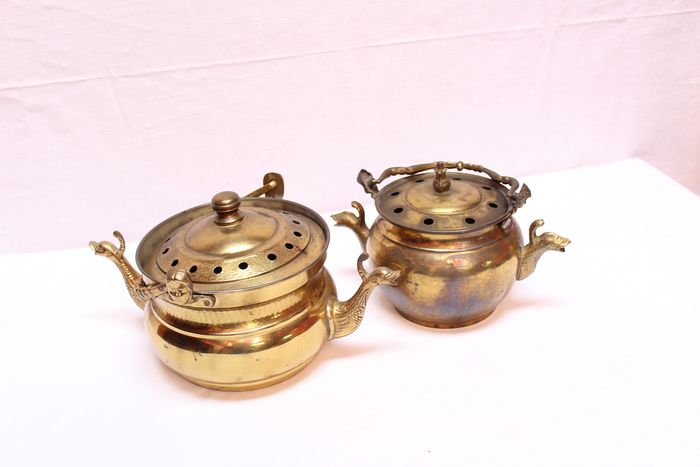 Lot of two kettles designed with heads and birds - Copper