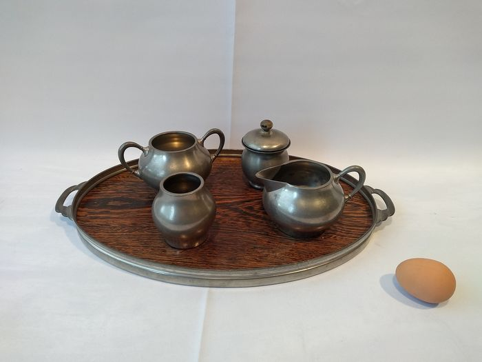 Among others tax collector Holland - Dutch tin cream set coffee set on serving dish (5) - tin - wood