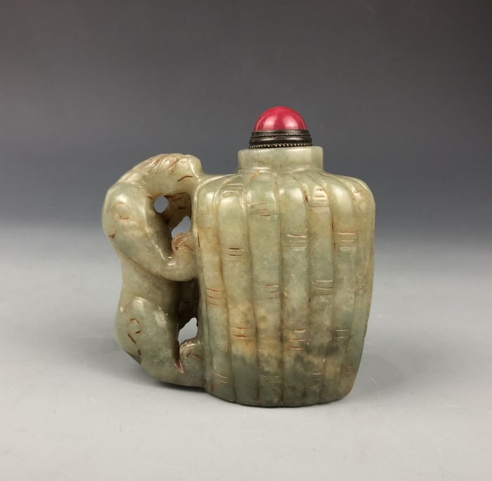 Snuff bottle - Hardstone - Lion - China - Late 20th century
