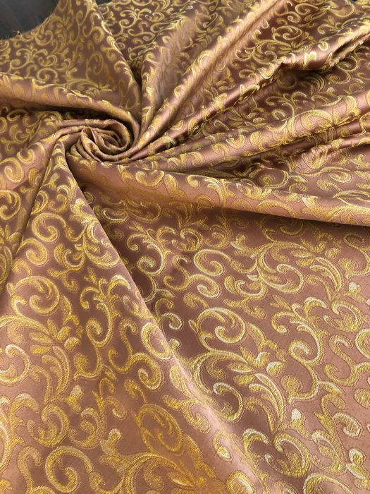 Mt. 2.82 x 2.84 mt Elegant pink ramages damask fabric with gold thread trim - extremely bright - Late 20th century