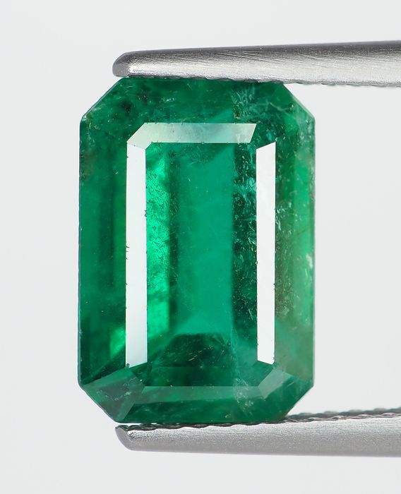 Deep Green Emerald - 3.92 ct