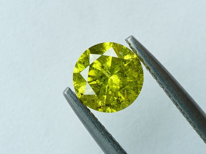 1 pcs Diamant - 0.63 ct - Brillant rond - fancy intens greenish yellow - I3- No reserve