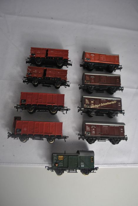 Fleischmann H0 - 5301/5350/5354/5355     - Freight carriage - 9 different livestock trucks (5x tin version) - DB