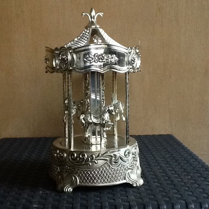 silver-plated music box - .1000 silver
