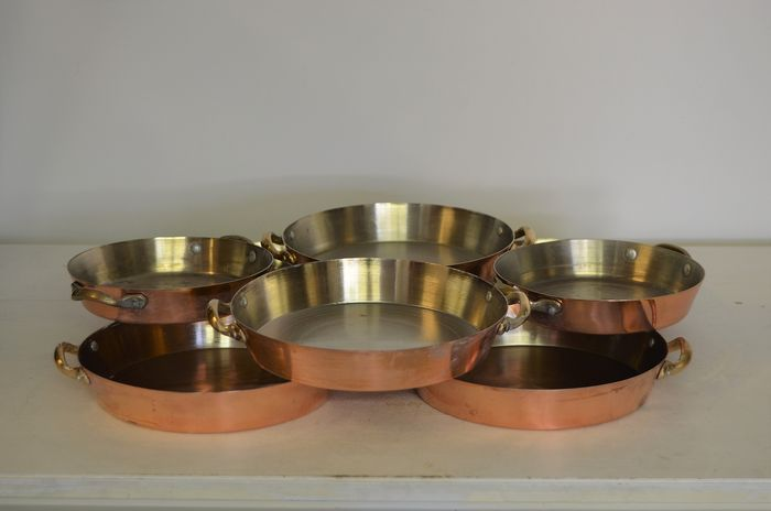 Lot of 8 round oven dishes - Copper and stainless steel
